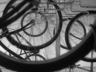 fausto-fernandez-photo-serie-(i)mobilidade-bike-trem-estacionamento-de-bicicletas
